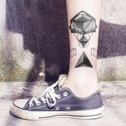 Tatouage-temporaire-triangle-pointillisme